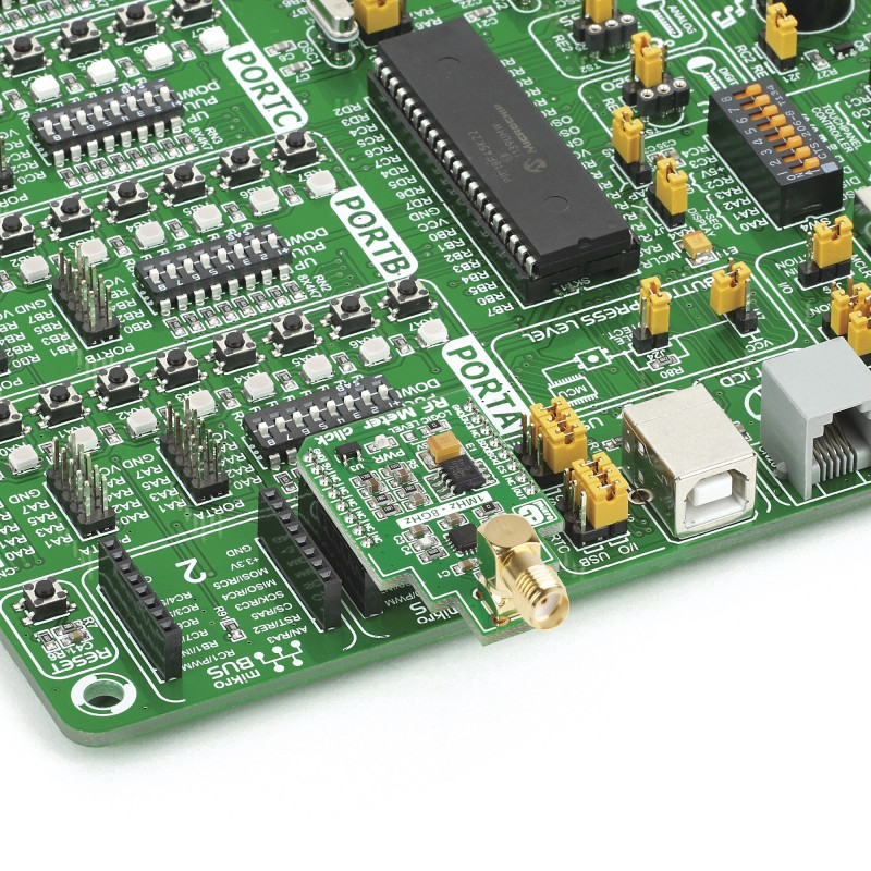 RF Meter click – board with AD8318 demodulating logarithmic